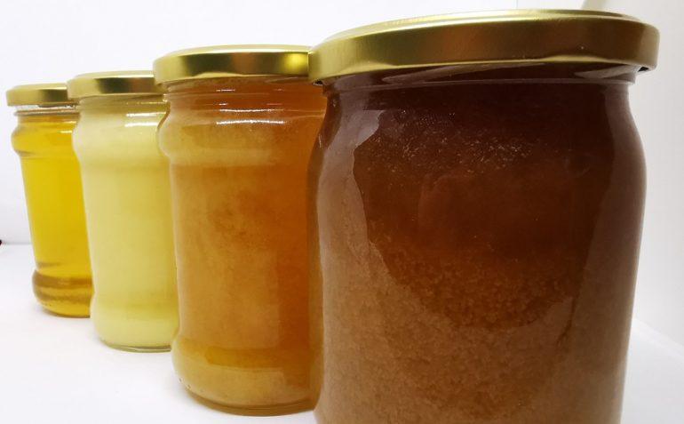 krystalizacja miodu w różnych fazach